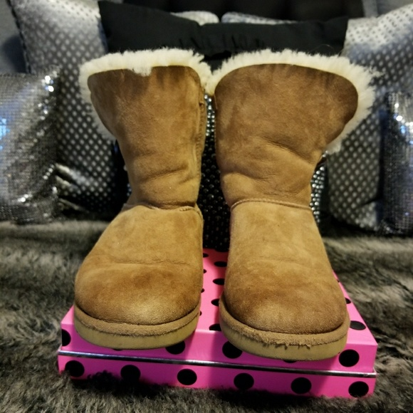 0ecb10f4065 UGG #5803 Bailey Button Shearling Boots~ size 8